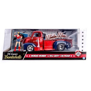 DC Comics Bombshells: Wonder Woman & 1952 Ford COE 1/24 Scale
